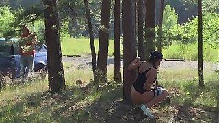 Anhalterin Holly wird im Wald gefickt