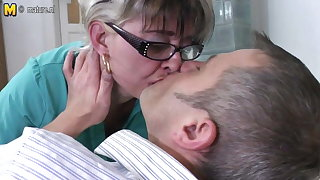Naughty mature slut mom fucking younger dude