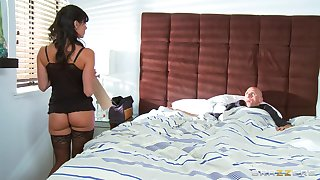 Horny mature wife Kendra Lust wakes him finish in the money b be a nice blowjob