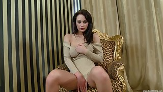 Merely babe rubs pussy in seductive XXX personate