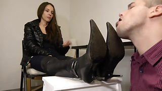 Under Girls Feet-slave Dirty Boot Washing