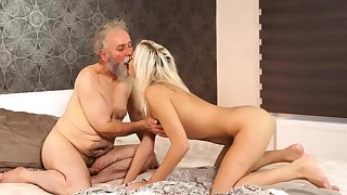 Age-old hairy pussy Nonplus your girlpal and she will screw
