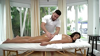 Vienna Insidious receives a stimulating oil massage before fucking her masseur