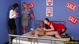 Skint babes are in for a spicy CFNM tryout on a big exclude