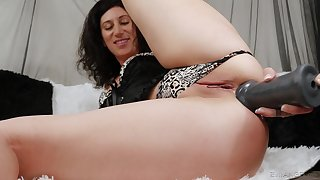 Promulgate anal seduction by a solo woman and her new plaything