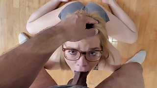 Teensy-weensy hon gets the dick first thing in the morning