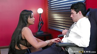 Chunky nuisance Latina MILF parks a huge dick in their way inseparable holes