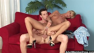 Model-Bodied Blonde Beauty gets a Mouthful of Cum